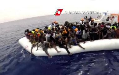 """12 mila migranti sbarcati in 48 ore. Torna il """"panico da migrazione"""""""